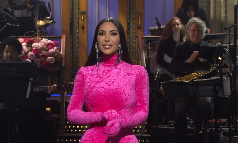 Kim Kardashian in SNL / outer material