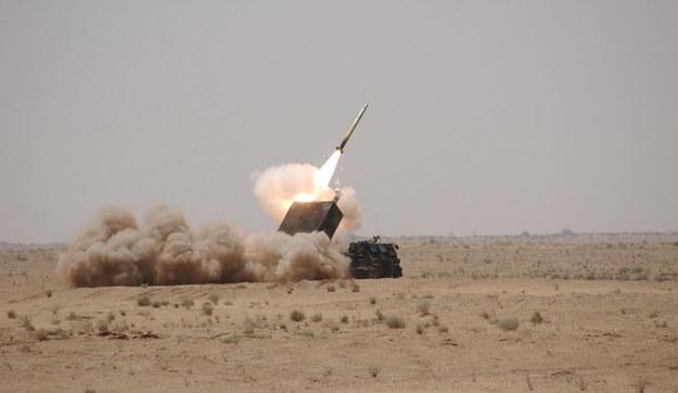 Ładunek bojowy E może być w przyszłości wystrzeliwany również przez artylerię kalibru 150 mm lub systemy rakietowe, np. typu MLRS lub Homar                Fot. US Army /materiały prasowe