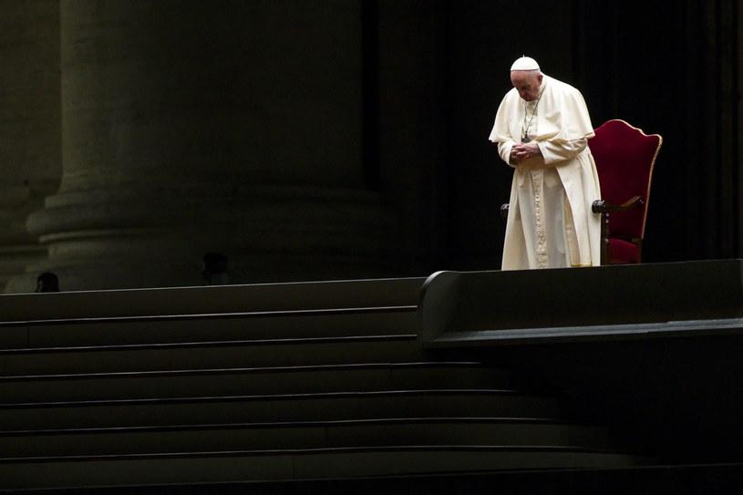 Papież Franciszek podczas drogi krzyżowej /PAP/EPA