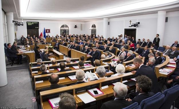 Senat może okazać się organem decydującym ws. wrześniowego referendum /Andrzej Hulimka /Reporter
