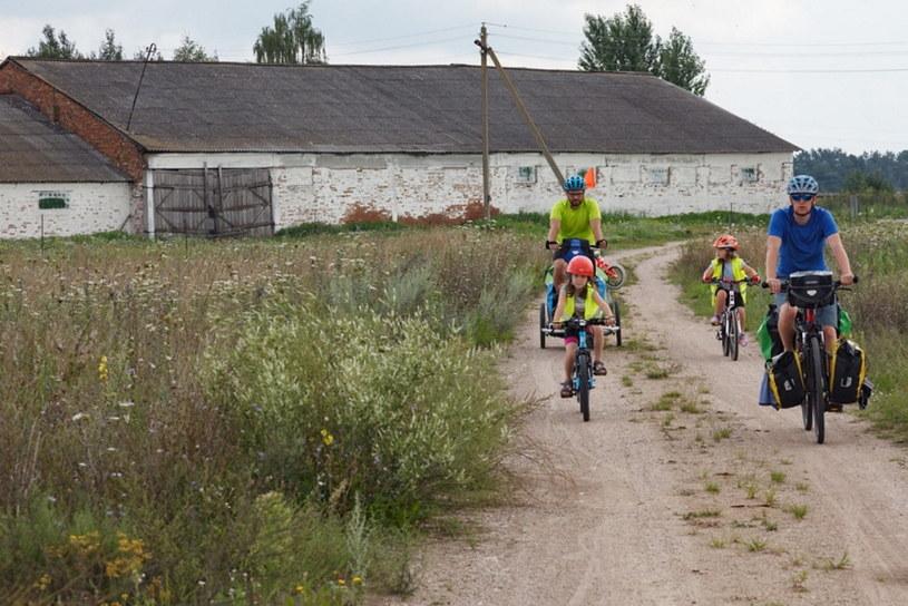 W trakcie rowerowego wyjazdu z dziećmi po Puszczy Białowieskiej w Polsce i na Białorusi /dzieciakiwplecaki.pl /archiwum prywatne