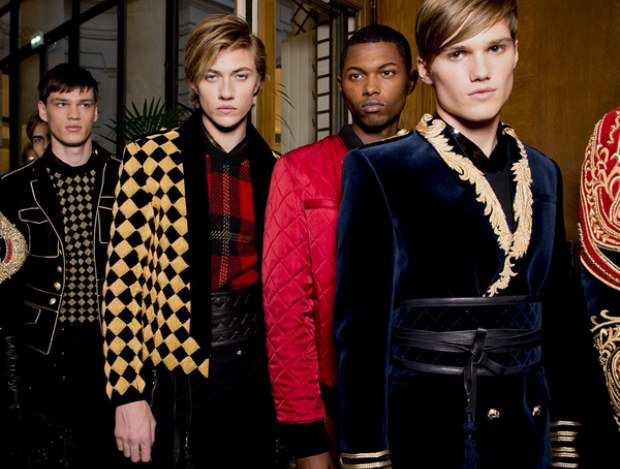 Według najnowszych trendów w modzie powinniśmy przypominać królewiczów /Balmain Instagram /materiały prasowe