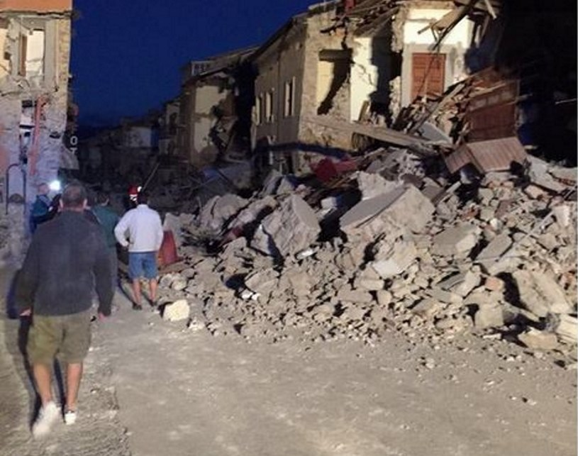 Zniszczenia w mieście Amatrice /@massimo_russo  /Twitter
