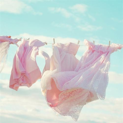 Cất quần áo và khăn ở nơi sạch sẽ, khô ráo