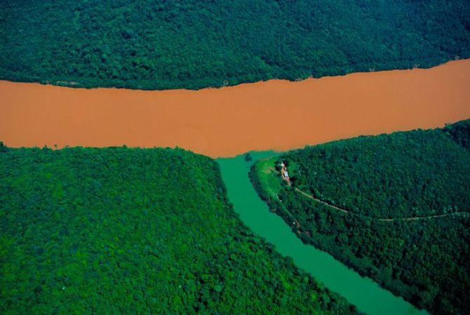 Sông Rio Uruguay và một nhánh của nó - Argentina