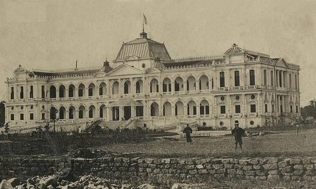 Dinh Norodom thời Pháp thuộc được xây năm 1868 thay cho dinh cũ được xây dựng bằng gỗ năm 1863.