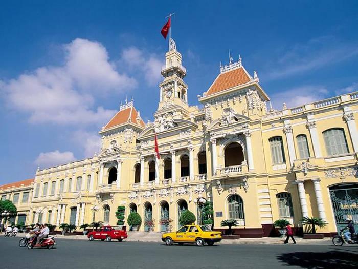 Trụ sở Ủy ban Nhân dân Thành ph ố Hồ Chí Minh hiện nay đặt tại số nhà 86 Lê Thánh Tôn,phường Bến Nghé, cuối đại lộ Nguyễn Huệ.