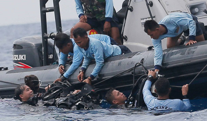 Thợ lặn tham gia chiến dịch tìm kiếm máy bay của Lion Air.