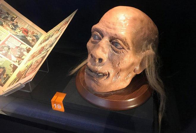 Cái đầu thật của Bentham vẫn được công khai tại phòng trưng bày của trường Cao đẳng London.