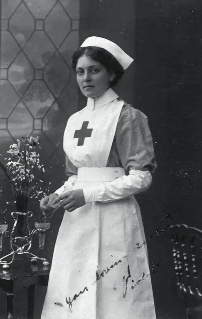 Nữ y tá Violet Jessop sống sót thần kỳ sau 3 vụ đắm tàu