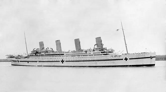 HMHS Britannic sau khi được chuyển từ tàu chở khách sang bệnh viện di động.