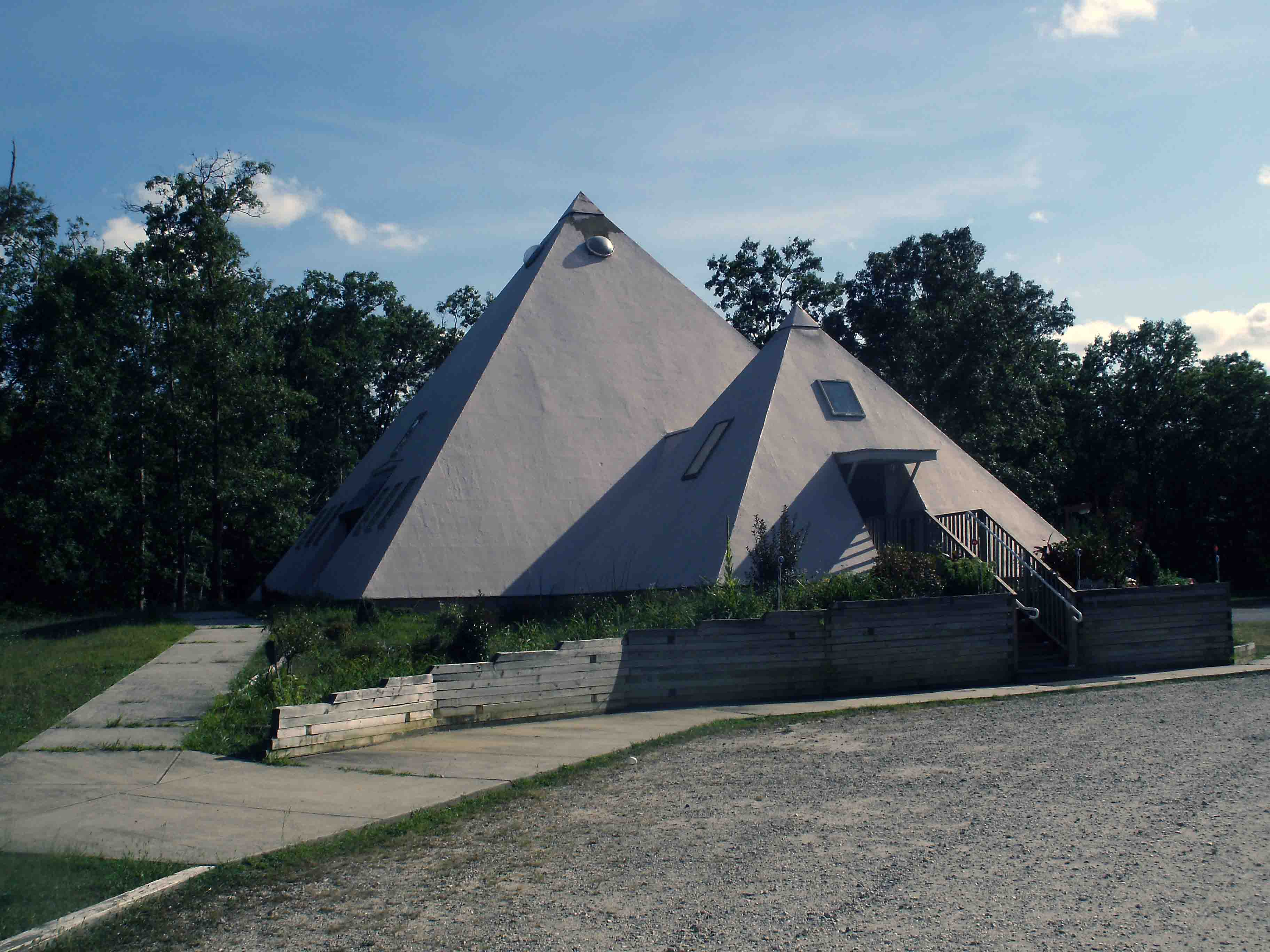 Pyramid Houses Magnificent Modern Buildings That Look Like Ancient Pyramids