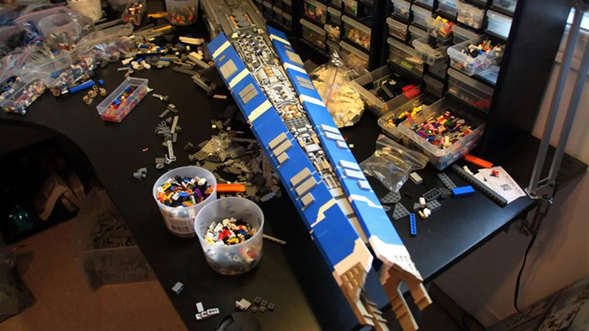 EVE Online s Hurricane Cruiser  Turned Into a LEGO Beast