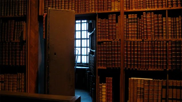 20 Secret Passageways and Rooms Hiding in Plain Sight
