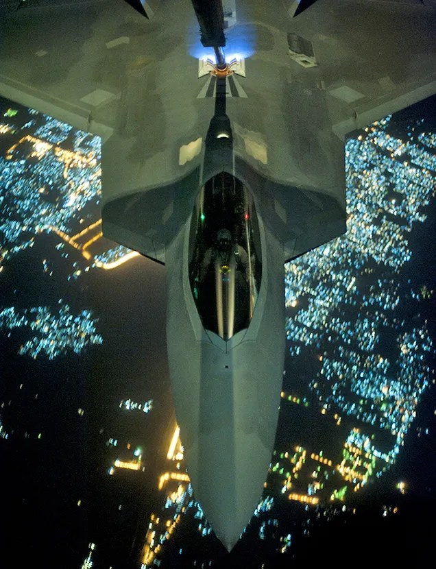 F-22 Raptor : The Story of The World's Deadliest Fighter