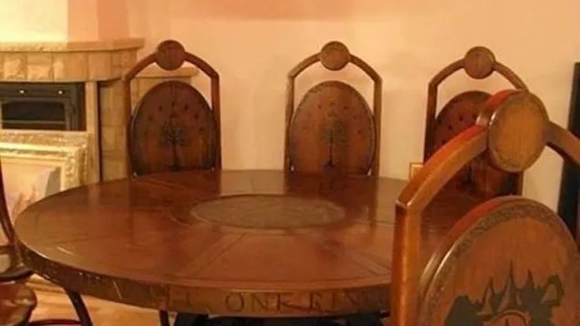 This Lord Of The Rings Inspired Dining Room Is Perfect For Elevenses