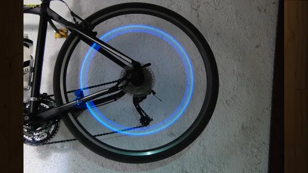 This DIY Bike Safety Light Never Needs Batteries, Is Powered by You