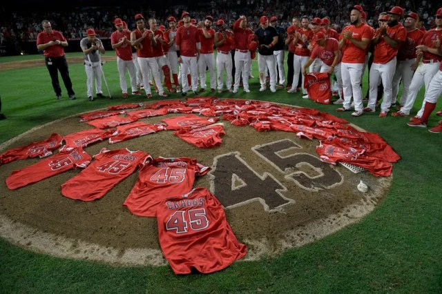 Illustration for article titled The Angels Paid Tribute To Tyler Skaggs With A Combined No-Hitter