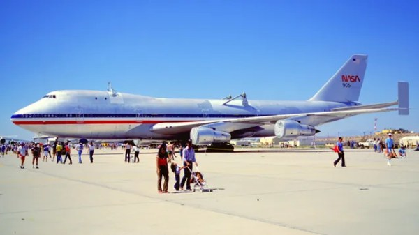 NASA Moved The Shuttles 747 Through The Streets Of