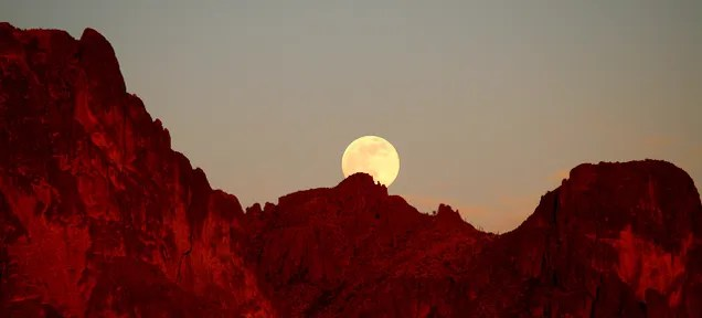 Tonight's Supermoon Will Be Almost as Glorious as Next Month's