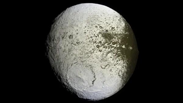 """Meet Iapetus, Saturn's mysterious """"yin-yang"""" moon"""