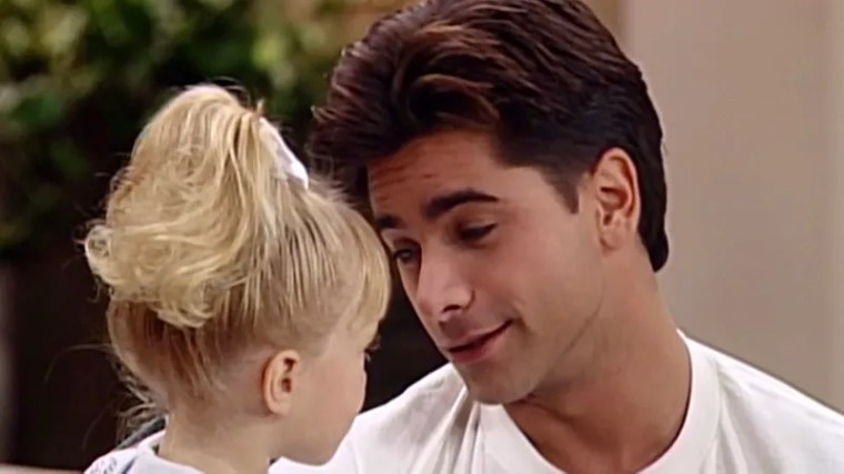 Illustration for article titled 4 Episodes Of 'Full House' Where Uncle Jesse Explained That Most Families Don't Work Like This, And For Good Reason Too Because This Whole Setup Is Honestly Weird