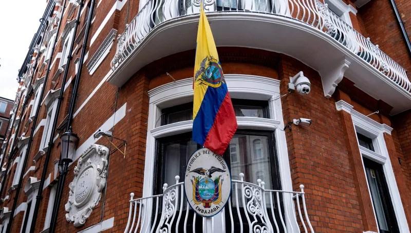Illustration for article titled Ecuadorian Embassy Runs Ad Seeking 'No Drama' Tenant For Newly Vacant Room