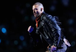Justin Timberlake runs into the stands, pays tribute to Prince on the Tremendous Bowl Halftime present