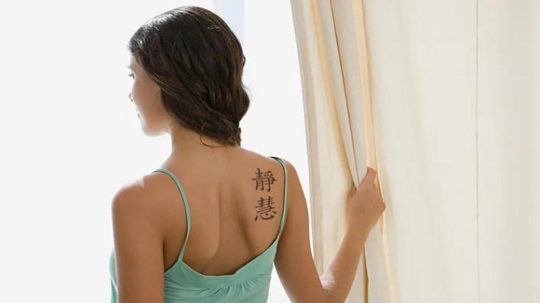 Illustration for article titled Embarrassing: This Woman Thinks The Chinese Characters She Has Tattooed On Her Back Mean 'Slut Of All Hamburgers' But They Actually Mean 'Quiet Wisdom'