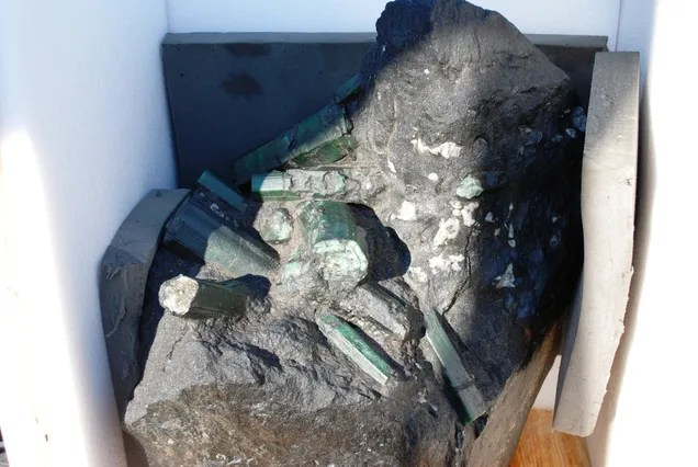 Custody Battle Over Massive Emerald Worth $370 Million Rages On
