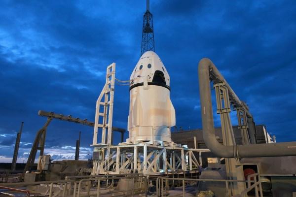 Watch The SpaceX Dragon Pad Abort Test Gizmodo Australia