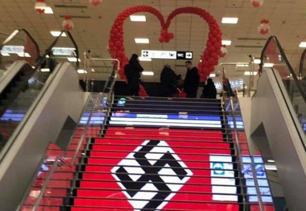 Та самая свастика на лестнице в ТЦ «Городок»