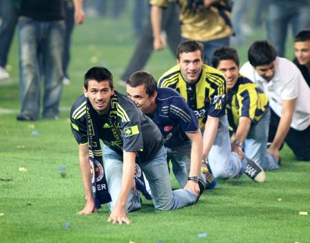 Türkiye Fenerbahçe'nin  şampiyonluk kutlamasını konuşuyor