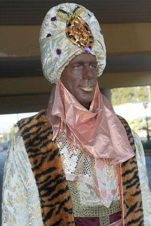 Controverse: Ruud Van Nistelrooy assiste à la parade des Rois mages habillés comme Balthazar, roi de Babylone