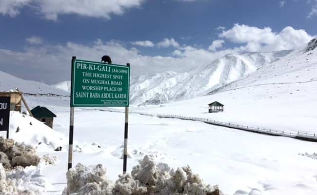 Unseasonal Snowfall Brings Winter in October in Parts of Kashmir