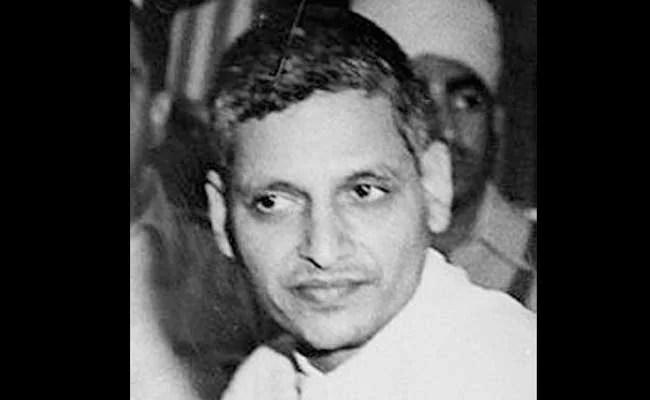 महात्मा गांधी की पुण्यतिथि पर उनके हत्यारे गोडसे पर लिखी किताब के विमोचन पर विवाद