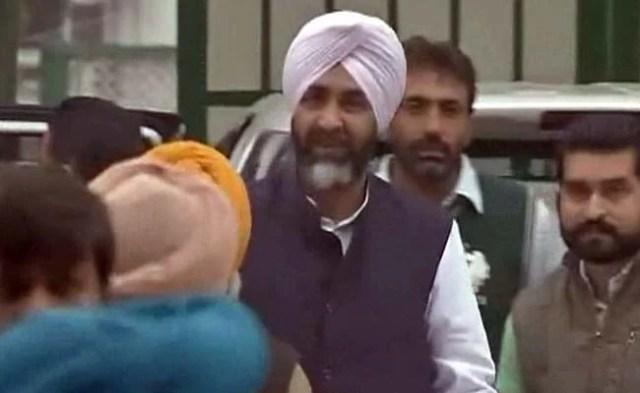 पंजाब के CM प्रकाश सिंह बादल के भतीजे मनप्रीत की पार्टी का कांग्रेस में विलय!