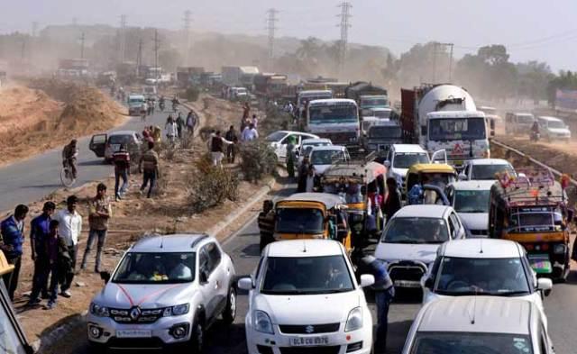 हरियाणा सरकार ने जाटों को दिया आरक्षण का वादा, आंदोलनकारियों ने सड़कों से हटाईं बाधाएं