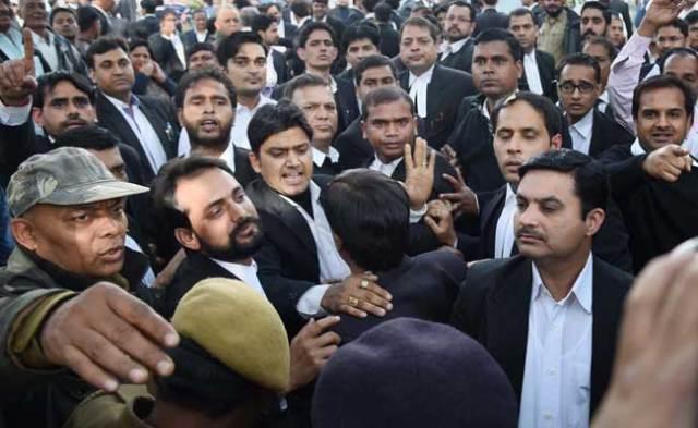 पटियाला हाउस कोर्ट में मारपीट की घटना पर मुख्य न्यायाधीश के नाम रवीश कुमार का खुला खत