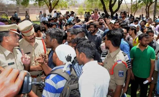 हैदराबाद यूनिवर्सिटी में विरोध-प्रदर्शनों के बीच कुछ छात्र बोले, 'बस बहुत हुआ'
