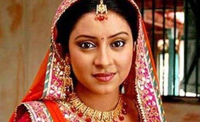 मुंबई : सीरियल बालिका वधु की अभिनेत्री प्रत्युषा बनर्जी ने पंखे से लटककर खुदकुशी की
