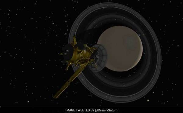 NASA's Cassini Spacecraft Set To Fly Closest Ever To ...