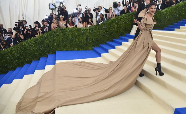 Met Gala 2017: Priyanka Chopra Hits The Red Carpet, Twitter's Got Jokes