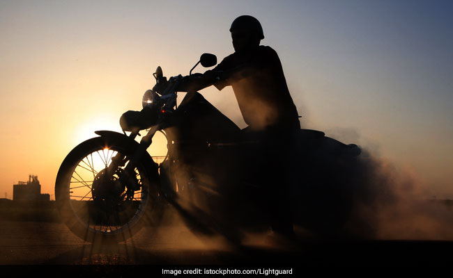 Bengal Man Falls Off Motorcycle While Live-Streaming On Facebook, Dies: Report