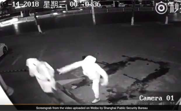 Burglar Knocks Down Partner By Mistake, Video Of Failed Robbery Is Viral