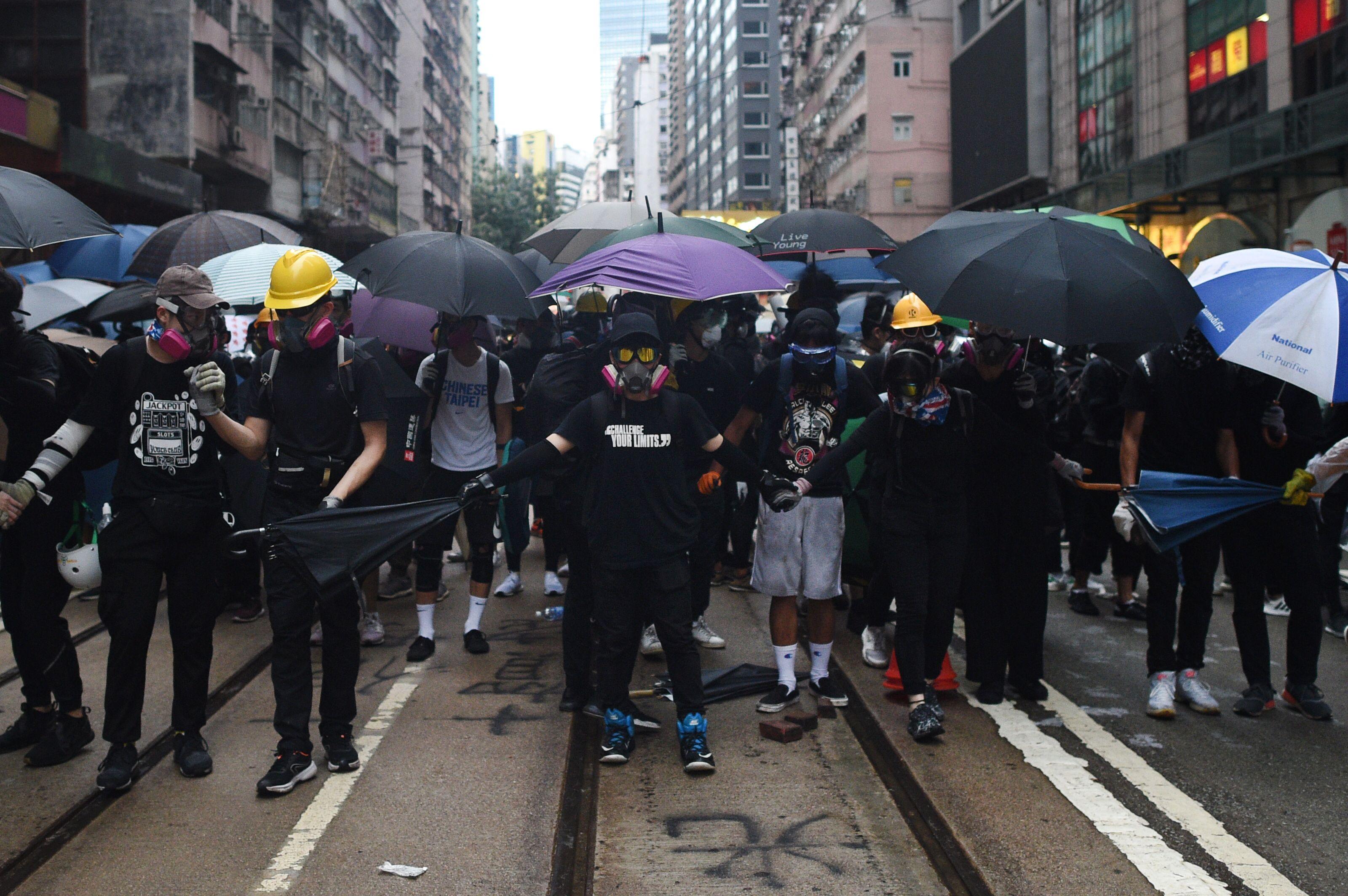 「速龍小隊」極度暴力 催生香港「屠龍小隊」 | 香港反送中 | 林鄭 | 黑幫 | 新唐人中文電視臺在線