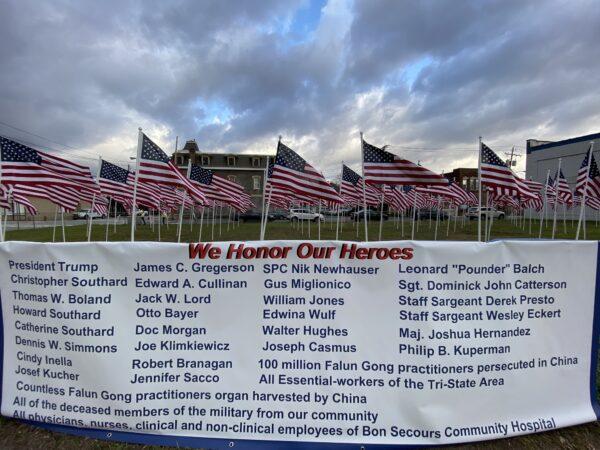 堅忍無畏 大陸法輪功學員紐約榮獲英雄國旗 | 制止迫害 | 新唐人中文電視臺在線