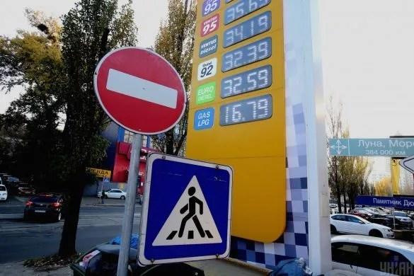 В Украине резко упала стоимость бензина