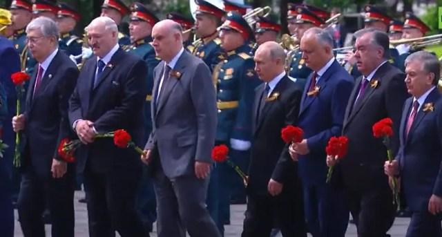 Лидеры иностранных государств почтили память погибших солдат