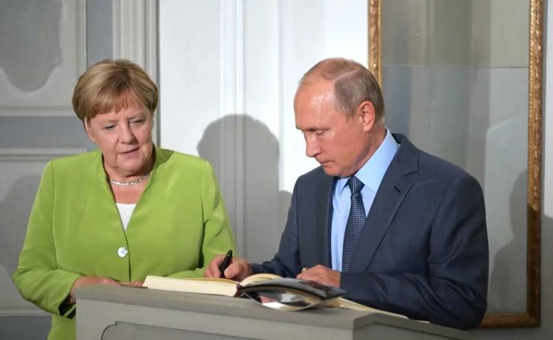Меркель і Путін обговорили Україну: з'ясувалися всі деталі переговорів